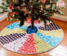 Patchwork tree skirts!! I am SO doing this for Christmas!!!