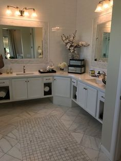 White marble never goes out of style. It adds such an elegant touch to any space. #whitemarble #azt #aztile #calacatta https://arizonatile.com/en/products/marble/calacatta-gold