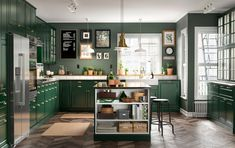A green kitchen with a detoxing feel This stylish decoration design, which creates warm and Affordable Kitchen Cabinets, Green Kitchen Cabinets, Kitchen Cabinet Styles, Kitchen Appliances, Kitchen Cabinetry, Kitchen Island, Gold Kitchen, Cupboards, Ikea Bar