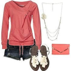 Moletom rosa com shorts jeans