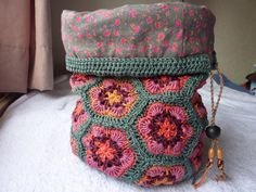 african flower bag free crochet pattern | African Flowers Bucket Bag