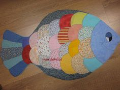 What a nice fish, excellent work ♥ - Spanish site Sewing Art, Sewing Toys, Sewing Crafts, Sewing Projects, Patch Quilt, Quilt Blocks, Quilted Coasters, Place Mats Quilted, Towel Crafts