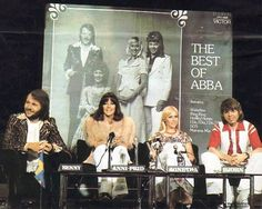 ABBA's succes in Australia started in the summer of 1975. In March 1976 ABBA paid a 10 day visit to Australia. Their current single was Fernando and that would become their biggest hit in Australia: number 1 for 14 weeks. This picture were taken during a pressconference at the Sydney Hilton Hotel. In the background a giant album sleeve of their current album of that time: The Best Of ABBA, released shortly before Christmas 1975. Why Agnetha showed her bare foot is unknown.