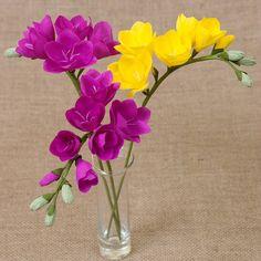 Photo by My floret on April Nessuna descrizione della foto disponibile. Nylon Flowers, Felt Flowers, Diy Flowers, Fabric Flowers, Crepe Paper Crafts, Tissue Paper Flowers, Flower Crafts, Flower Art, Paper Leaves