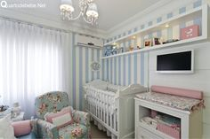 quarto de bebê floral azul