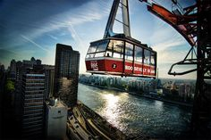 The Roosevelt Island Tramway, New York, United States - Travel Adventure Voyage Usa, Voyage New York, New York Vacation, New York City Travel, Rue New York, Plan New York, Aerial Tramway, Places To Travel, Charms