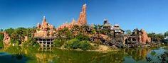 Big Thunder Mountain : C'est dans ce paysage dantesque que vous vivrez l'aventure la plus extravagante que vous réserve Frontierland : le train fou de la mine...