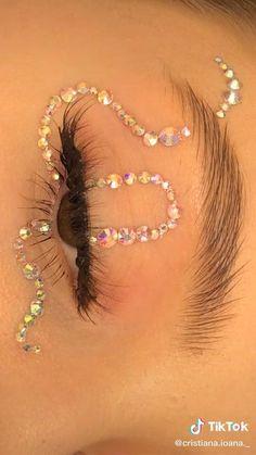 Edgy Makeup, Eye Makeup Art, Skin Makeup, Maquillage Halloween, Halloween Makeup, Eye Makeup Designs, Colorful Eye Makeup, Colorful Hair, Creative Makeup Looks