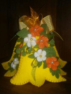 Christmas Bells, Felt Christmas, Christmas Projects, Holiday Crafts, Christmas Ornaments, Felt Flowers Patterns, Felt Ornaments Patterns, Felt Decorations, Christmas Decorations