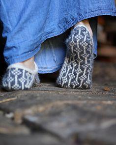 Ravelry: Flora slippers , Toffeln Flora pattern by Kajsa Vuorela Fredriksson Knitted Slippers, Wool Socks, Flora Pattern, Bean Boots, Stockinette, Needles Sizes, Soft Colors, High Waist Jeans, Handicraft