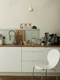 Applad white Ikea cabinets look so pretty with wood counter