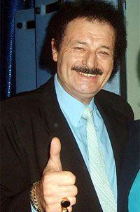Alcides Berardo, mejor conocido como Alcides, es un reconocido cantante tropical argentino, con una extensa carreara y muchos hits a cuestas, como el superclasico, Violeta.    http://robertoramasso.com/alcides/