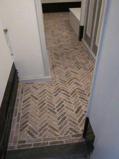 Prachtige vloer Small Hallways, Stone Flooring, Animal Print Rug, Tile Floor, Mudroom, Interior Ideas, Floors, Projects, Home Decor