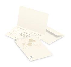 Partecipazione di matrimonio con cuori - Realizzata in carta pregiata di colore avorio e completa di buste coordinate.