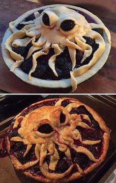 These Spider Burgers will be the talk of your Halloween party! Fun H… These Spider Burgers will be the talk of your Halloween party! Halloween Snacks, Hallowen Food, Halloween Dinner, Creepy Halloween Food, Halloween Halloween, Halloween Party Recipes, Halloween Decorations, Halloween Eyeballs, Halloween Tombstones