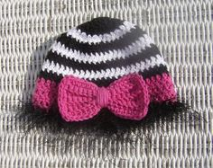 Crochet pattern to make this zebra baby beanie with bow. I had a blast making this one!
