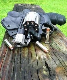 S&W 327 PC Magnum (aka: portable flame thrower) Weapons Guns, Guns And Ammo, Revolver Pistol, Concept Weapons, Custom Guns, Hunting Guns, Cool Guns, Fantasy Weapons, Bushcraft
