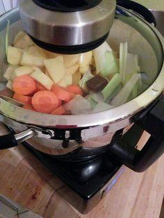 J'ai reçu il y a quelques semaines mon robot Cook Expert de Magimix. Autant te dire que Tit Mari et moi étions aux anges !!! Cette semaine, c'est une recette de velouté que je partage car avec le froid qui arrive, on a plus envie d'une soupe bien chaude le soir ! J'avais des poireaux…