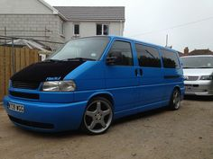 VW - long nose - Love the smoothed front bumper Caravelle T4, T4 Bus, Volkswagen Transporter T4, Day Van, Vw Touran, Car Painting, Car Car, Campervan, Cars And Motorcycles
