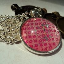 Bubblegum Glitter Kisses