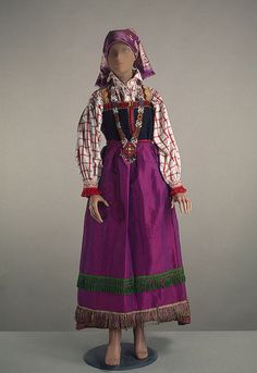 Kursk Province peasant costume via The Hermitage Museum