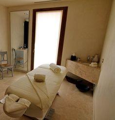 Good use of the corner Cabinet Spa - Castello Di Velona, Montalcino, Italy - www.castellodivelona.it