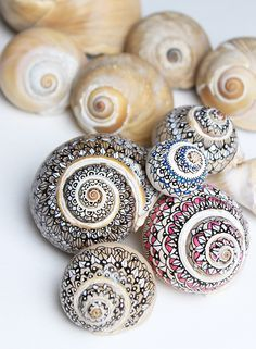 Use Sharpie markers and Zentangle design ideas to decorate summer seashells