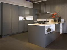 1000 images about grijze keukens on pinterest grey kitchens modern grey kitchen and met - Idee deco keuken grijs ...