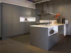 1000 images about grijze keukens on pinterest grey kitchens modern grey kitchen and met - Idee deco keuken grijs ...