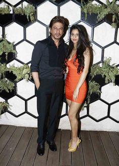 Shahrukh Khan's Daughter Suhana Grabs Eyeballs With Her Hot Avatar (जब सुहाना पापा शाहरुख खान के साथ पहुंची पार्टी में, सबकी निगाहें टिक गईं उन पर) #shahrukhkhan #suhanakhan #daughter #father #gaurikhan #bollywood #actor