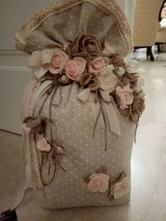 1 million+ Stunning Free Images to Use Anywhere Sewing Art, Sewing Rooms, Colchas Quilting, Pinterest Diy Crafts, Sachet Bags, Material Flowers, Creation Crafts, Burlap Bags, Wool Thread