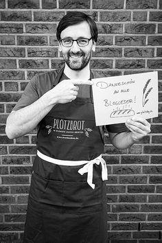 Ich habe mir in den letzten Tagen viele Gedanken gemacht, wie ich all denen von euch danken kann, die mir durch ihre Spenden, Bestellungen und aufmundernden Worte geholfen haben. Das war wirklich beeindruckend. Über 700 Menschen haben mich unterstützt, nachdem ich durch coronabedingte Kursabsagen für März und April quasi ohne Lohn und Brot vor dem Weiterlesen... Bread Recipes, Cooking, Apron, Crowns, Round Round, Kitchen, Bakery Recipes, Brewing