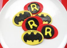 Edible Cupcake Toppers BATMAN and ROBIN -  Iconic Super Hero decorations, Bat Man Cupcake - COMIC Book Cupcakes (6 pieces)