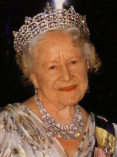 QUEEN MOTHERS JEWEL CASKET  TIARA Left to her by Mrs Geville