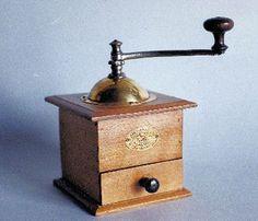 peugeot espresso grinder mannequin r manufactured from 1850 to 1930 Café Vintage, Vintage Tools, Vintage Coffee, Good Old Times, The Good Old Days, Objets Antiques, Oldschool, Peugeot, Le Moulin