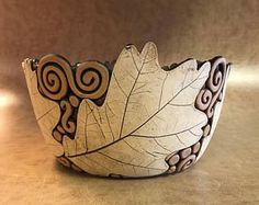 Fantastic No Cost pottery bowls leaves Concepts Große Eiche Blattschale 11 Hand Built Pottery, Slab Pottery, Pottery Bowls, Ceramic Pottery, Pottery Art, Thrown Pottery, Ceramic Clay, Ceramic Bowls, Ceramic Houses