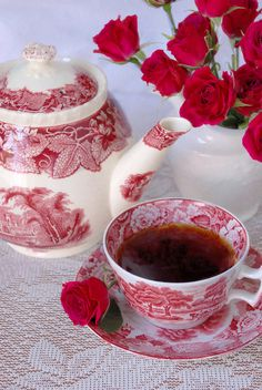 Red and white toile vintage inspired tea pot and cup. I love vintage tea cups Vintage Tea, Vintage Party, Coffee Time, Tea Time, Coffee Break, Coffee Cup, Rosen Tee, Café Chocolate, Party Set