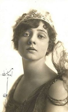 "Betty Blythe, known for her dramatic roles in exotic silent films such as "" The Queen of Sheba"" 1921"