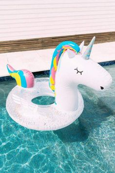 SHOP: Swimming pool floaters/ Giant Unicorn Pool Float