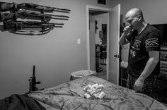 Veterans with PTSD - He suffers from panic attacks and nightmares. QUESTION: Does he sleep in this bedroom... where  weapons are hanging on the wall? Dieser Mann leidet an Albträumen und Panikattacken, seitdem er durch einen Drill Instructur sexuell genötigt wurde. Er ist seitdem arbeitsunfähig, nimmt einen Cocktail an Medikamenten und schläft mit Gewehren neben seinem Bett.