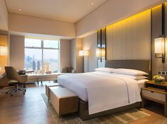 View deals for Chongqing Marriott Hotel. Huguang Guild Hall of Chongqing is minutes away. Parking is free, and this hotel also features 3 restaurants and 2 bars. Hotel Bedroom Design, Design Hotel, Bedroom Decor, Bedroom Ceiling, Modern Hotel Room, Luxury Hotel Rooms, Private Dining Room, Hotel Apartment, Marriott Hotels