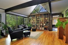 Oh my! The little one and I would have an amazing relaxing time here......library via@tracy boyd
