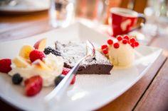 Famous chocolate cake and Meinl Espresso Famous Chocolate, Chocolate Cake, Espresso, Cheesecake, Desserts, Food, Cake Chocolate, Dessert Ideas, Food Food