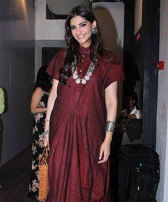 00a1709a08 Sonam Kapoor in CHOLA by Sohaya Misra