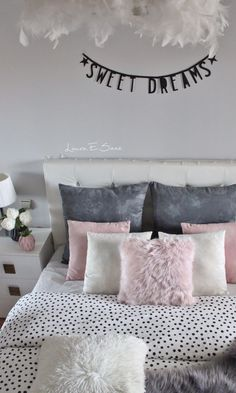New deco in my bedroom. My bedroom pink and gray.