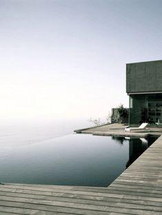 Amazing minimalist infinity pool