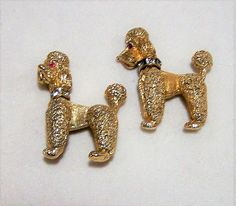 Vintage Napier pair of bobble head poodle brooch Red rhinestone eyes, crystal rhinestone collar Gold tone 1 1/8 x 1 3/8 inches Each is signed Napier Very good vintage condition, shows no wear I specialize in vintage figural animal jewelry, please visit my shop for more selections International buyers welcome, I can ship 3 jewelry items for 12$ USD, overcharges are refunded Priority shipping is optional 10417  Want to see more great necklace? Click here: https://www.etsy.co...