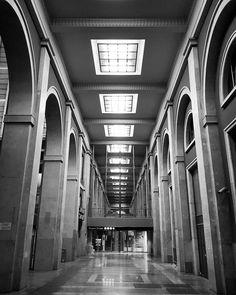 #Torino #Turin #urbansafari #seemycity #igerstorino #PortaNuova #railwaystation #vanishingpoint #night #lights #shadows