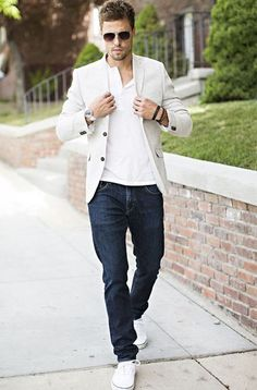 Blazer and jeans outfit for men's fashion menswear, fashion mode, mens fashion Blazer Jeans, Look Blazer, Beige Blazer, Linen Blazer, Cream Blazer, Men's Jeans, Mens Jeans Outfit, Men Shorts, Navy Jeans