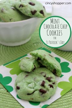 St Patrick's Day Mint Cookies Recipe! Mint Chocolate Chip Cookies, Mint Cookies, Chocolate Chip Recipes, Yummy Cookies, Rolo Cookies, Just Desserts, Delicious Desserts, Yummy Food, Cookie Recipes